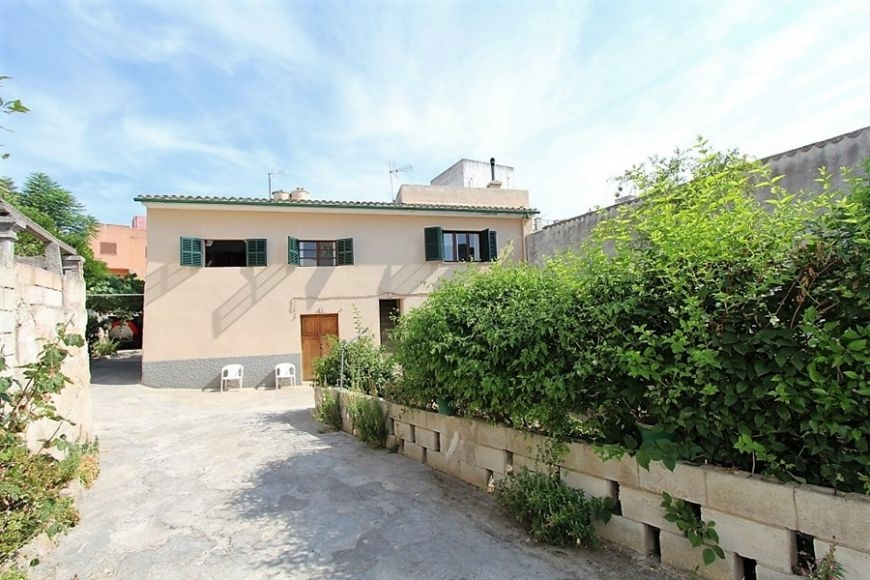 big-townhouse-with-garden-for-sale-pollensa-4-260120181516